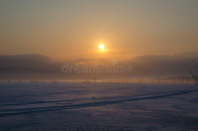 Ontzagwekkende zonsopgang op het eiland van Sakhalin royalty-vrije stock foto