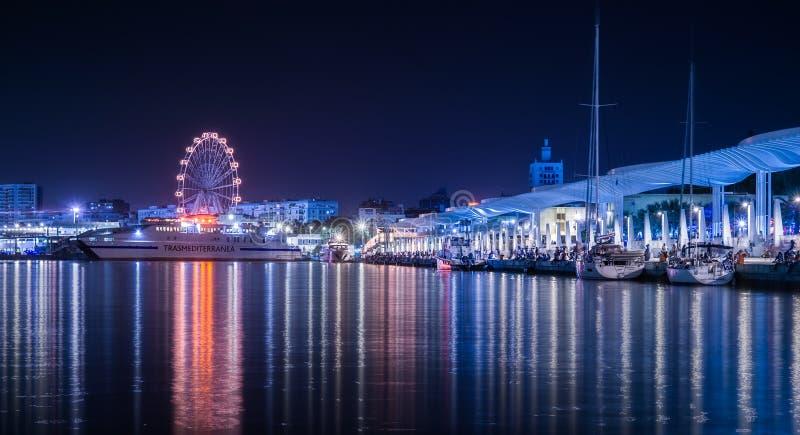 ONU de Muelle do passeio do porto de Malaga na cidade de Malaga fotos de stock