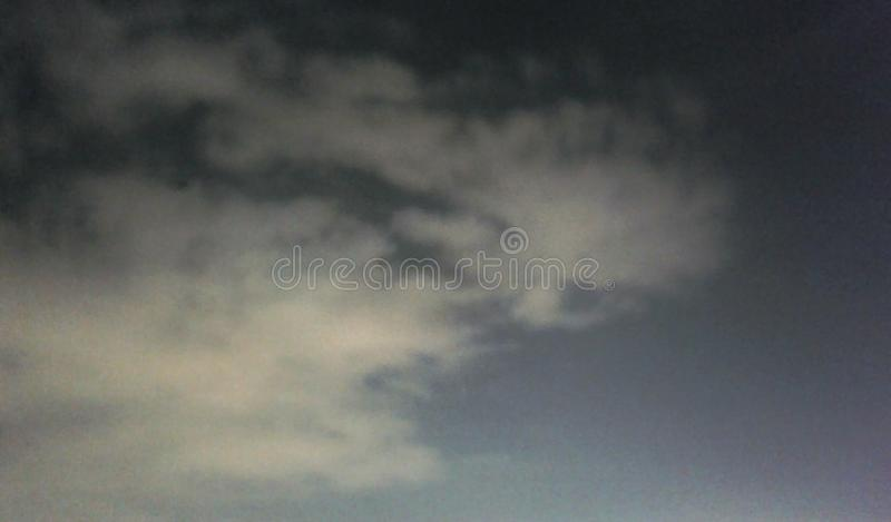 Onverwachte nachtwolk stock afbeelding