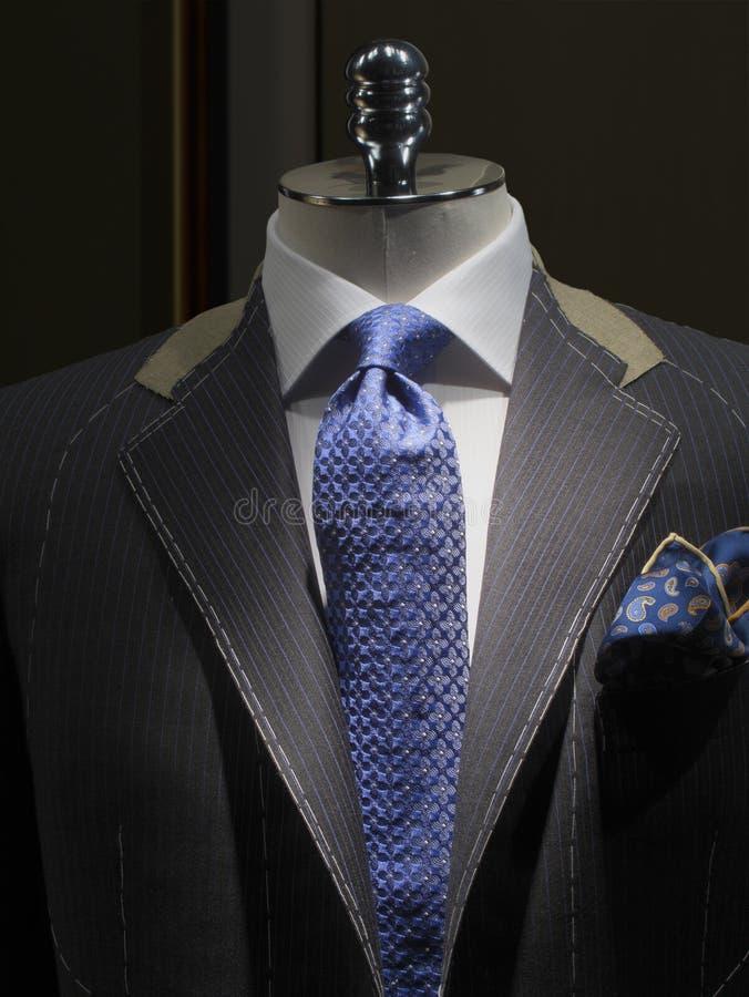 Onvolledig jasje bij een (verticale) kleermakerswinkel royalty-vrije stock foto