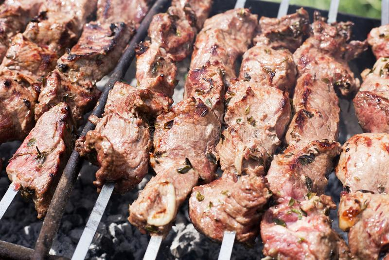 Onvolledige kebabs bij hoek stock afbeelding