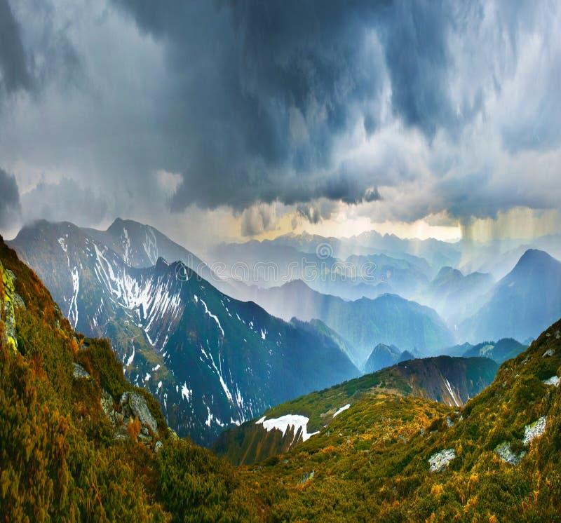 Onweer in bergen royalty-vrije stock foto's
