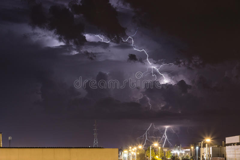 Onweer boven Zagreb stock afbeeldingen