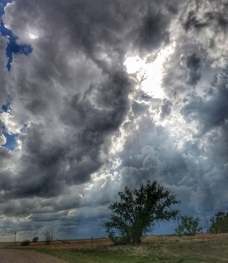 Onweer die binnen op de Hoge Vlaktes komen stock foto