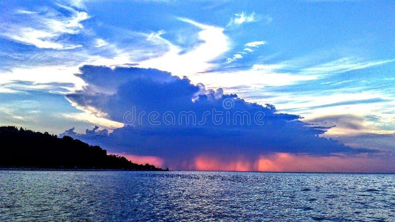 Onweer die dichterbij komen stock foto's