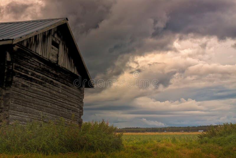 Onweer die op de de Zomergebieden toenemen stock foto