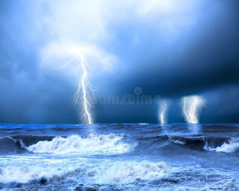 Onweer en donder stock afbeelding