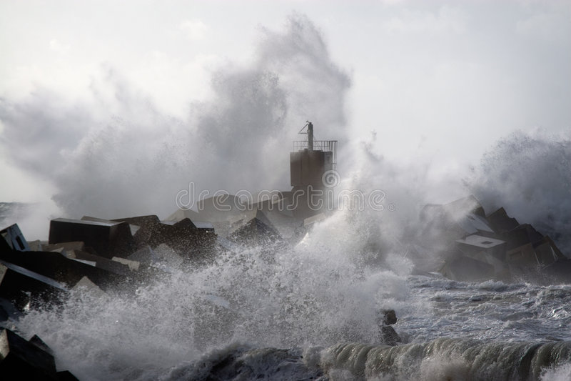 Onweer op de kust stock foto
