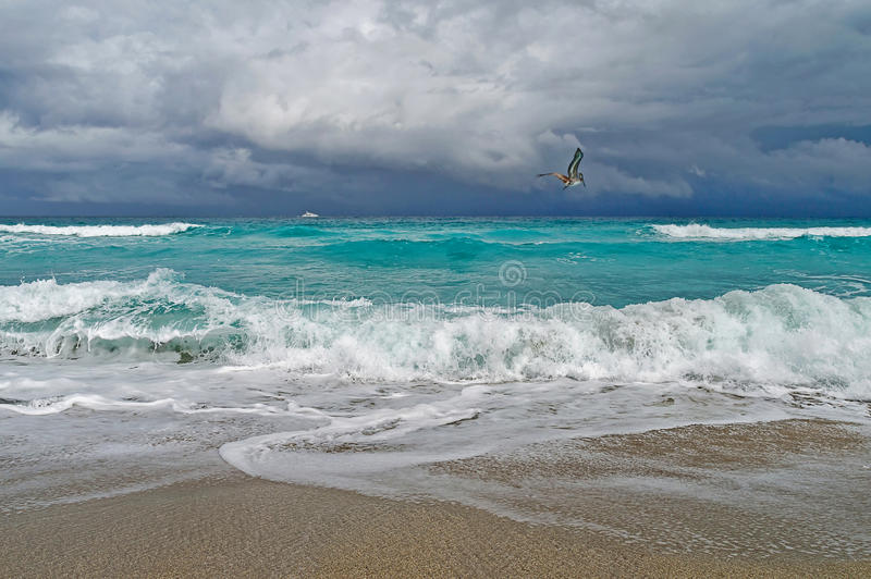 Onweer op de oceaan stock fotografie
