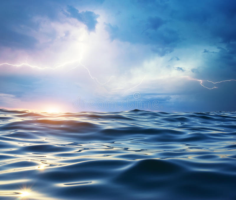 Onweer op het overzees. stock fotografie