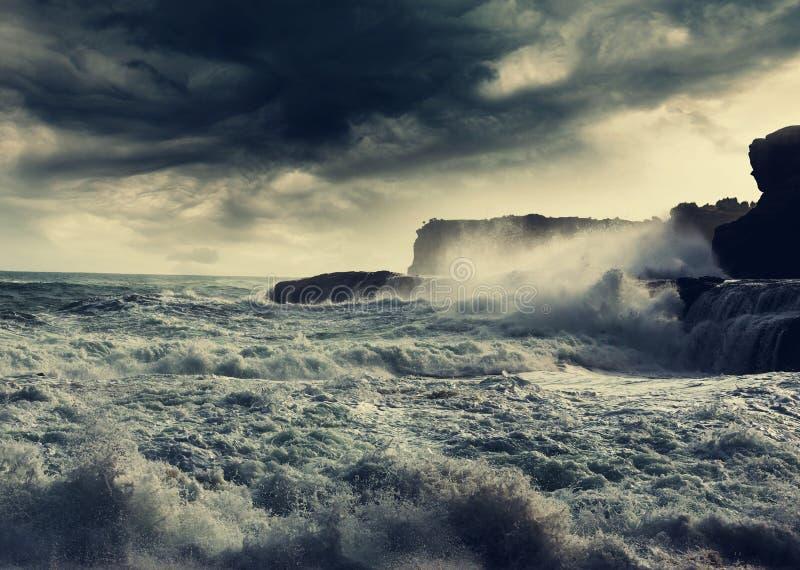 Onweer op oceaan royalty-vrije stock afbeeldingen