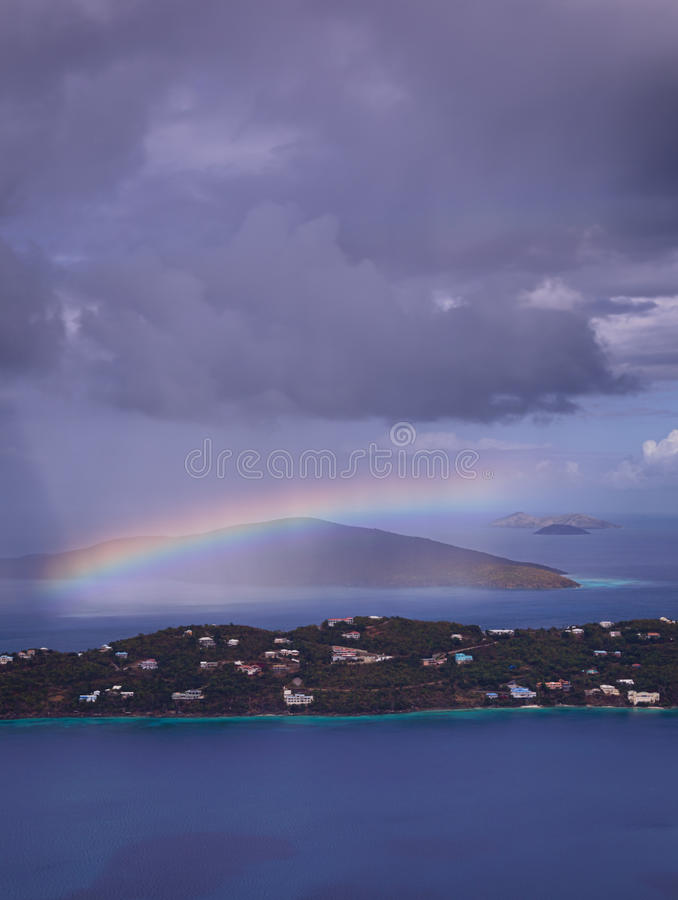 Onweer over Baai Magens op St Thomas USVI stock foto's