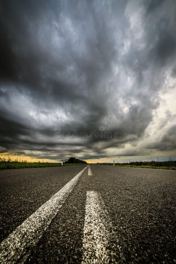 Onweer over de gebieden stock foto's