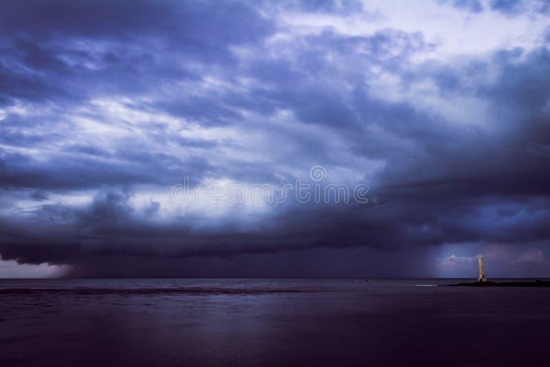 Onweer over het overzees stock foto