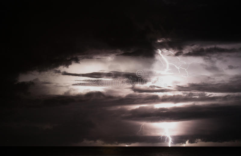 Onweer over overzees royalty-vrije stock foto's