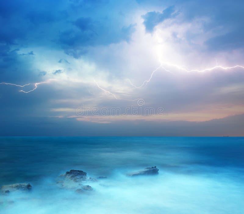Onweer in overzees stock foto's