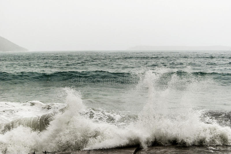 Onweers Adriatische Overzees in Boka-Baai stock foto