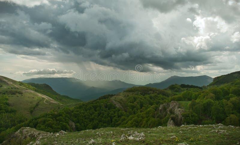 Onweersbui in de bergen royalty-vrije stock foto