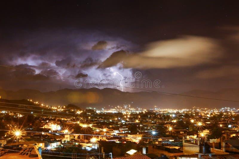 Onweersbui in San Cristobal DE las Casas stock afbeelding