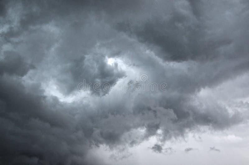 Onweersbuiwolken over Lugano gebied in Zwitserland stock afbeelding