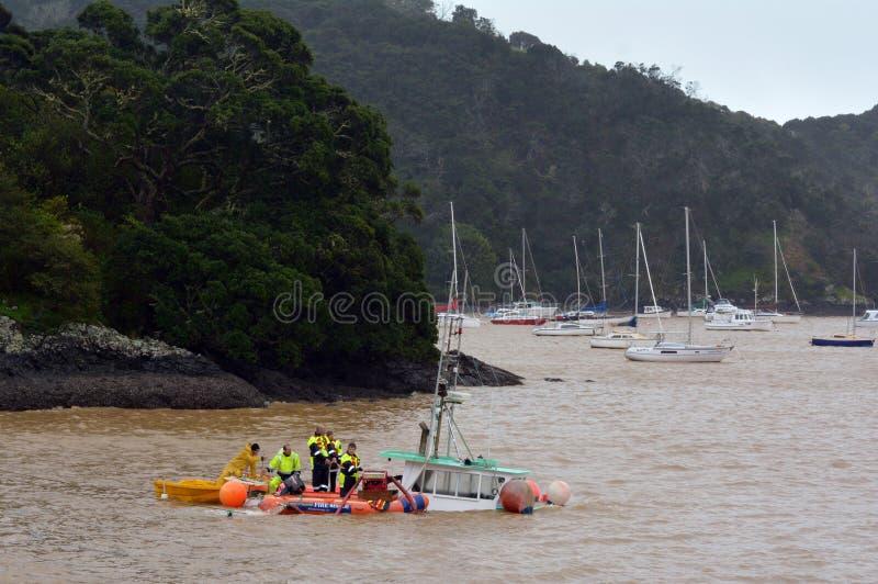 Onweersschade - gootsteenboot stock afbeelding