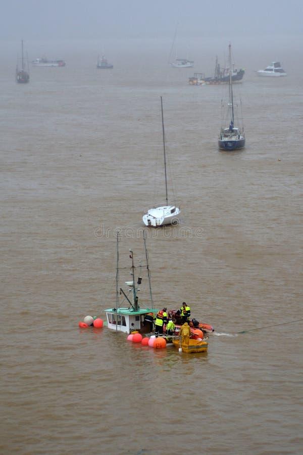 Onweersschade - gootsteenboot royalty-vrije stock afbeeldingen