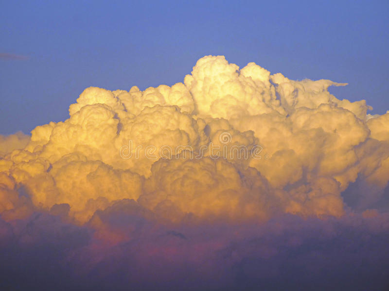 Onweerswolken de bouw royalty-vrije stock fotografie