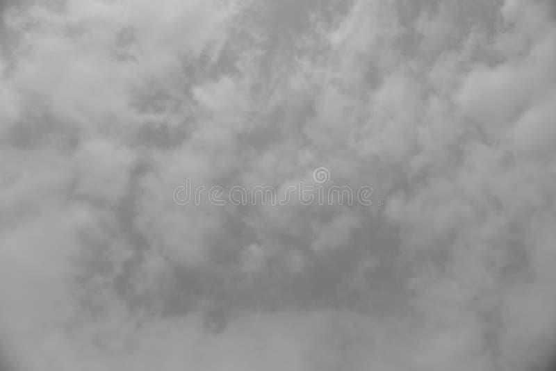 Onweerswolken en donkere hemel royalty-vrije stock afbeelding