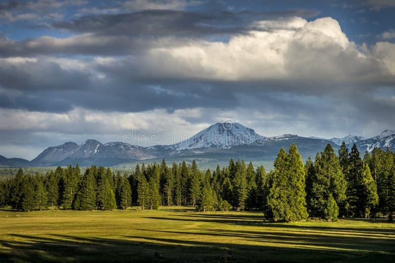 Onweerswolken, Lassen-Piek, het Vulkanische Nationale Park van Lassen royalty-vrije stock afbeelding