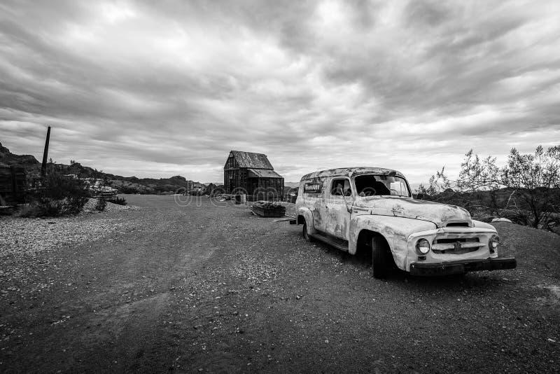 Onweerswolken over de spookstad van Nelson stock foto
