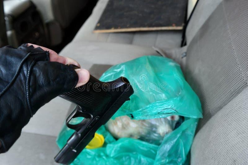 Onwettig die vuurwapen in ca wordt gevonden stock fotografie