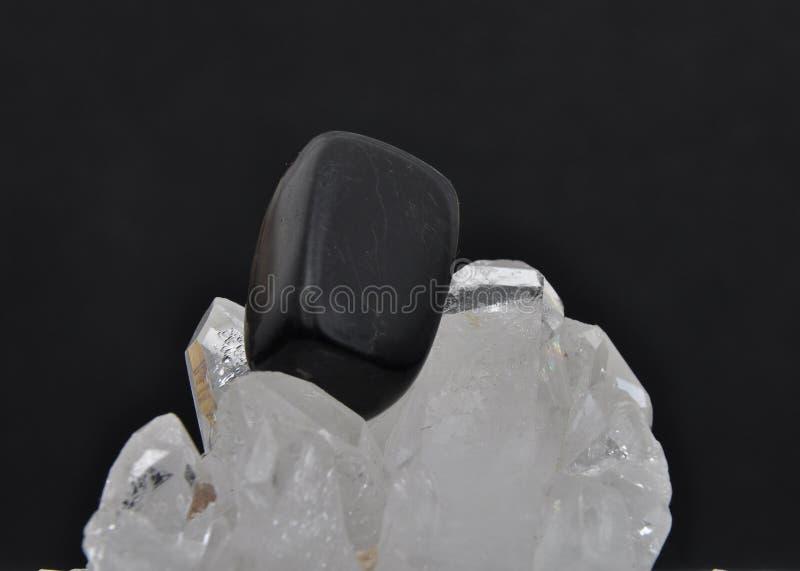 Onyks na rockowym krysztale zdjęcie stock