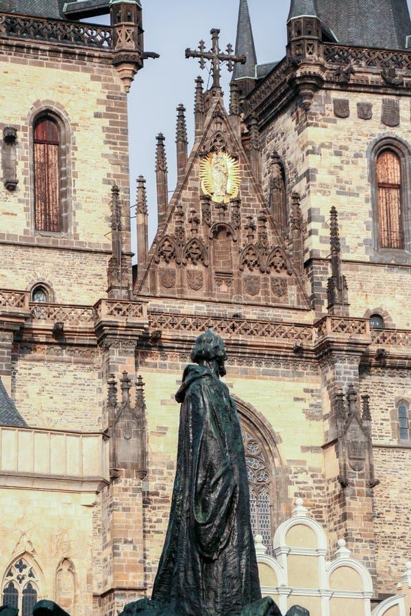 Onze Dame vóór TAn, en Jan Hus-standbeeld stock foto