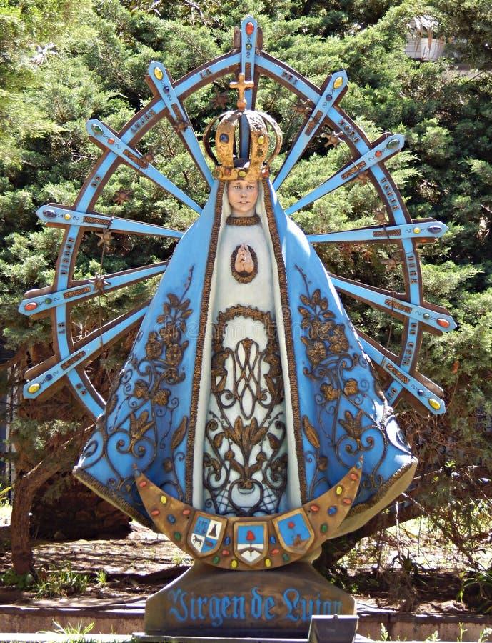 Onze Dame van Lujan-standbeeld in de binnenplaats van de Metropolitaanse Kathedraal van Buenos aires, Argentinië royalty-vrije stock afbeeldingen