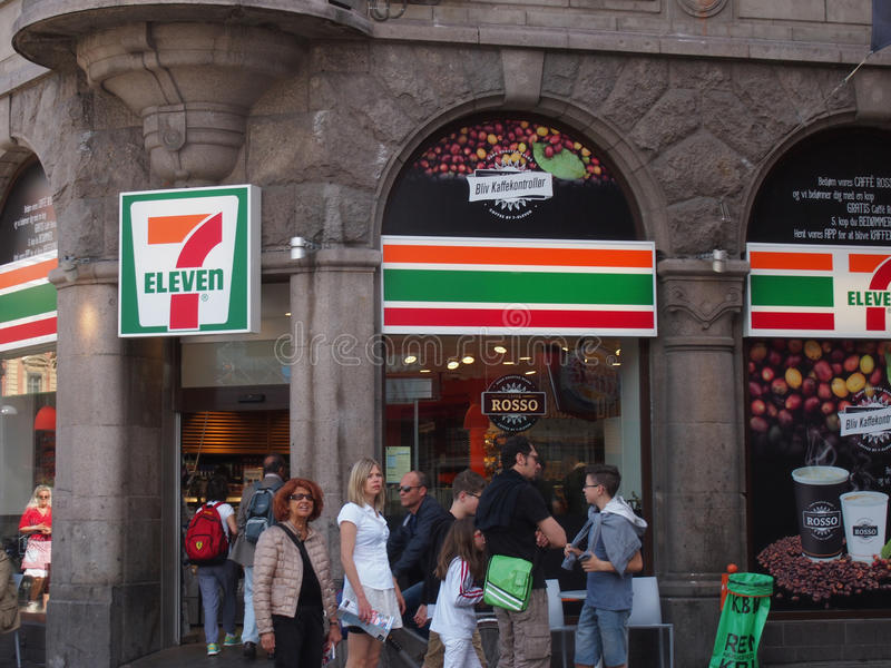 7 onze loja de canto Copenhaga fotos de stock royalty free