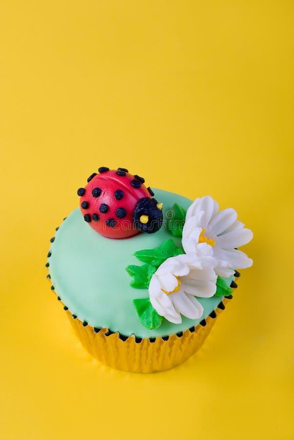 Onzelieveheersbeestje cupcake stock foto's