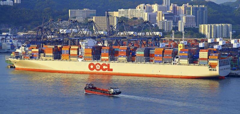 Oocl behållarelastfartyg arkivbild