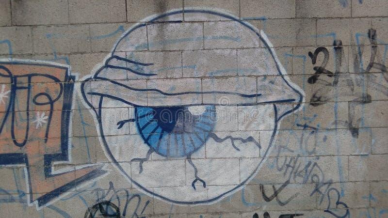 Oog op een bakstenen muur wordt getrokken die Stadsmuurschildering stock fotografie