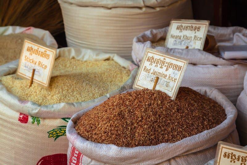 Oogst de lokale markt van Kambodja van de marktopbrengst siem stock foto's