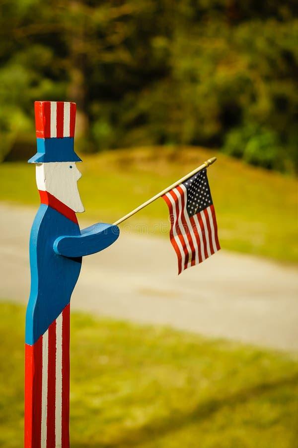 Oom Sam Waving een Amerikaanse Vlag royalty-vrije stock afbeeldingen