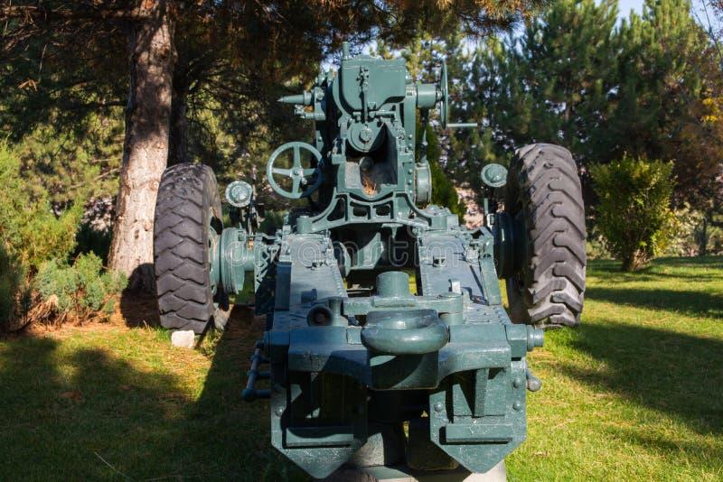 Download Oorlogskanon stock foto. Afbeelding bestaande uit gevecht - 107703472