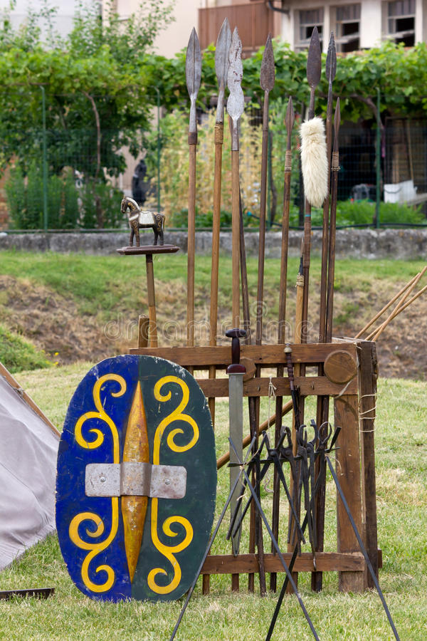 Oorlogsmateriaal in een Oud Keltisch Kamp stock foto's