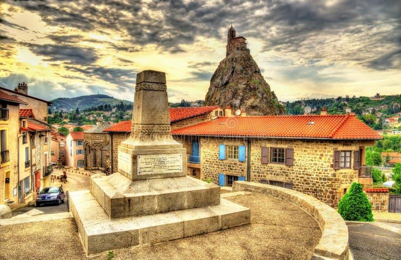 Oorlogsmonument in Le Puy-en-Velay, Frankrijk stock foto