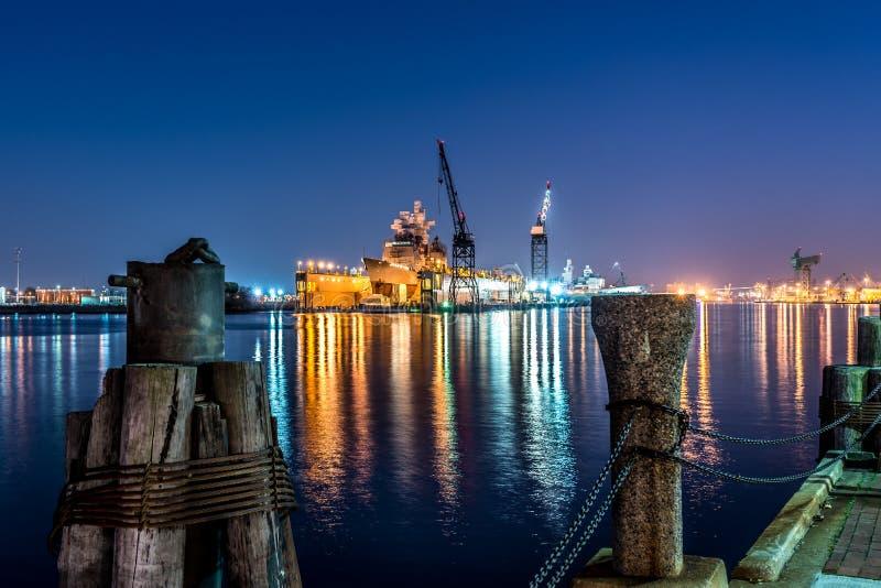 Oorlogsschip in Drydock stock afbeelding
