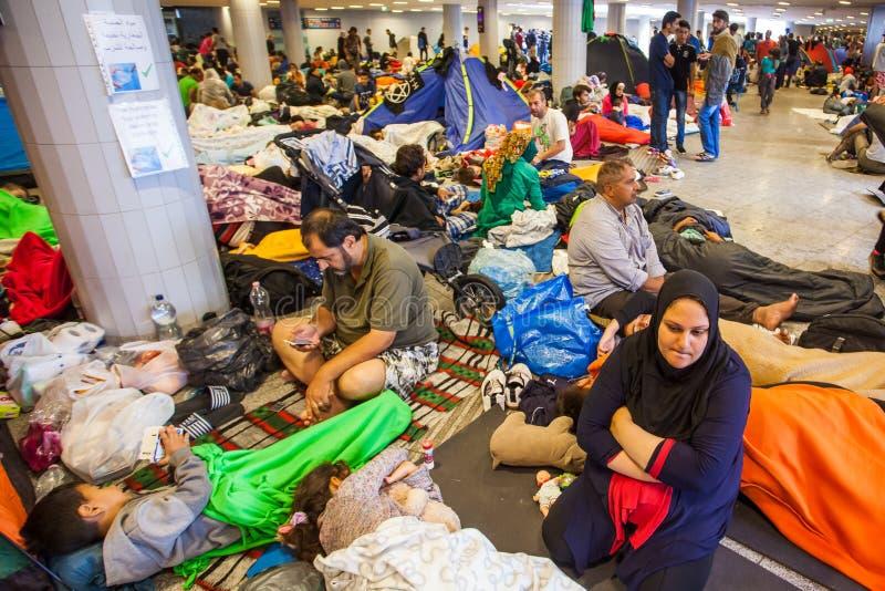 Oorlogsvluchtelingen bij het Keleti-Station stock afbeeldingen