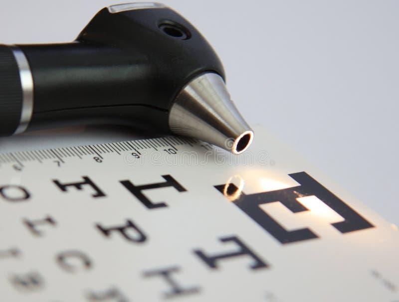 Oorspiegel en eyechart stock afbeelding