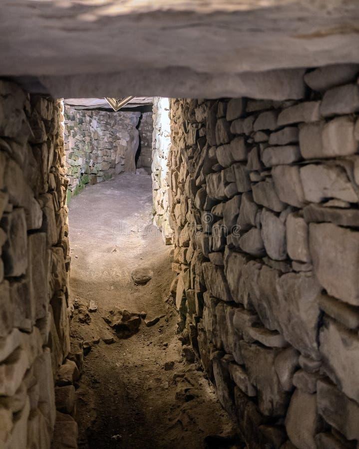 Oostelijk de Passagegraf van de Knowth Neolithisch Hoop, Ierland stock foto's