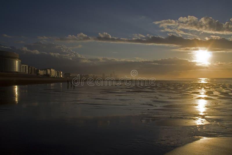 Oostend bis zum Nacht stockbild