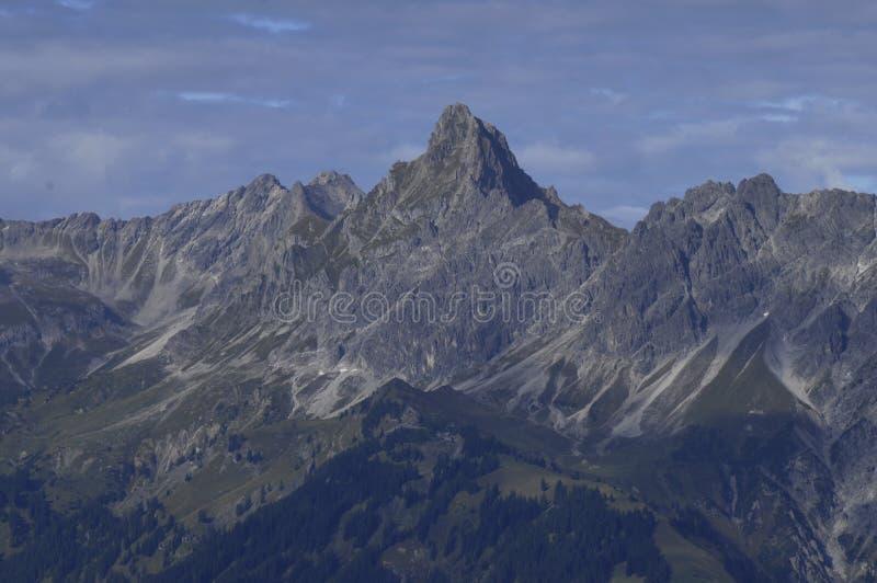 Oostenrijk: Deltaplaning boven de Montafon-Vallei stock afbeeldingen