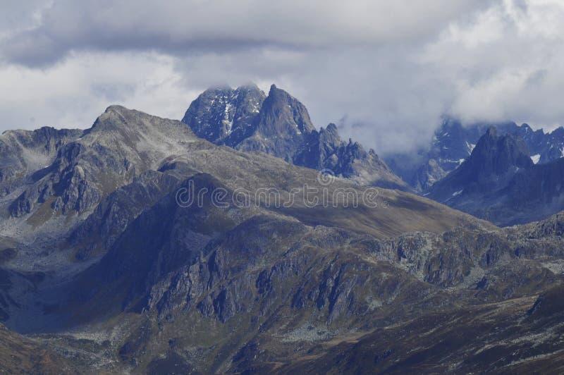 Oostenrijk: Deltaplaning boven de Montafon-Vallei in de Vorarlberger-bergen royalty-vrije stock afbeelding